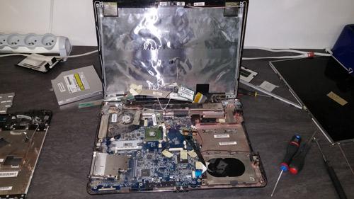Changement écran ordinateur Asus chez l'atelier OrdiCliniK spécialisé au réparation PC